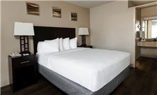 Vagabond Inn Oxnard Premium Queen Room