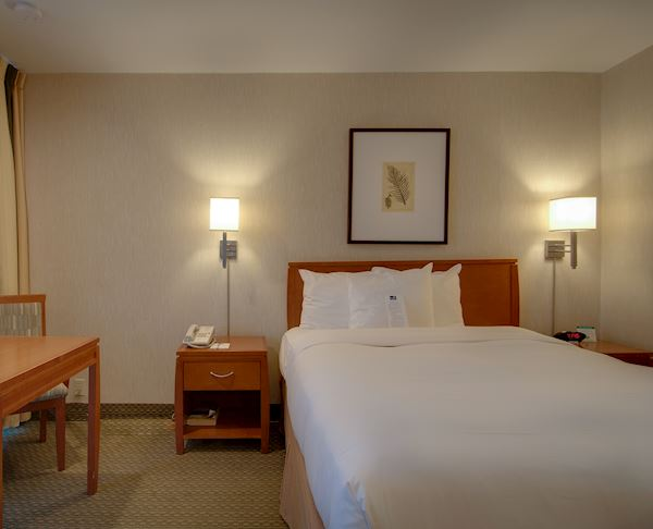 Vagabond Inn - Glendale ADA Accessible - Queen Bed