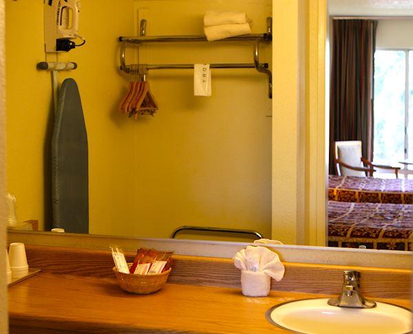 Vagabond Inn - San Luis Obispo ADA Accessible -N/S 2 Queen Beds
