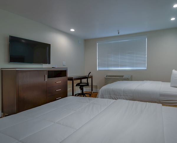Vagabond Inn Executive - Bakersfield Downtowner | Bakersfield Downtowner Non Smoking Two Double Suite