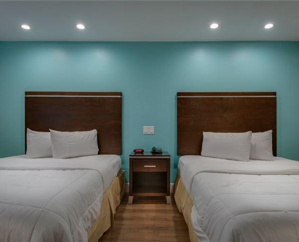 Vagabond Inn Executive - Bakersfield Downtowner | Bakersfield Downtowner Non Smoking Two Double Suite