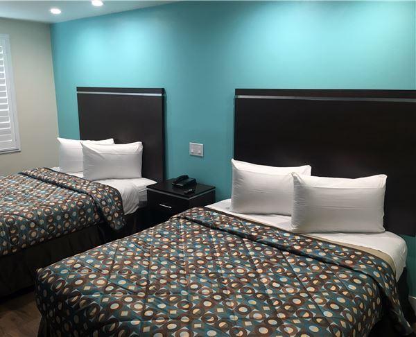 Vagabond Inn Executive - Bakersfield Downtowner | Bakersfield Downtowner Non Smoking Two Double Room