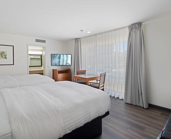 Vagabond Inn - Glendale Two Queen Beds Suite
