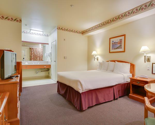 Vagabond Inn - Hacienda Heights ADA Accessible - Queen Bed