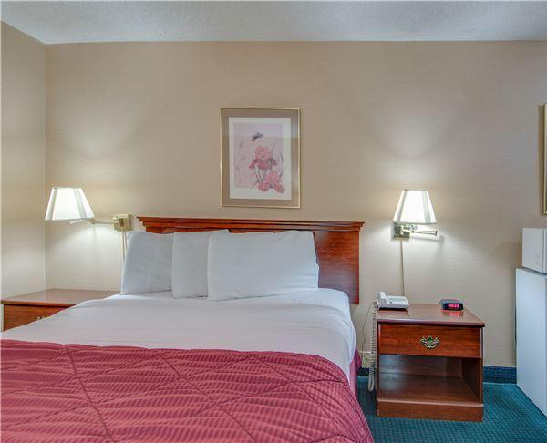 Vagabond Inn - Redding Queen Room