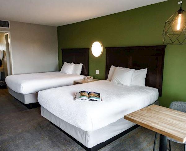 Vagabond Inn - Palm Springs Two Queen Beds