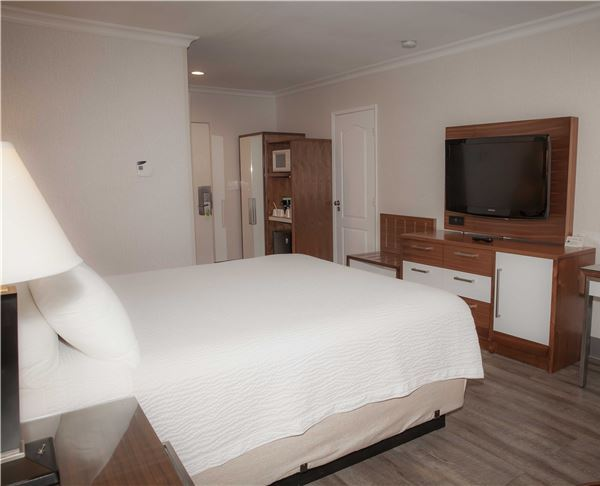 Vagabond Inn Executive - Pasadena King Bed
