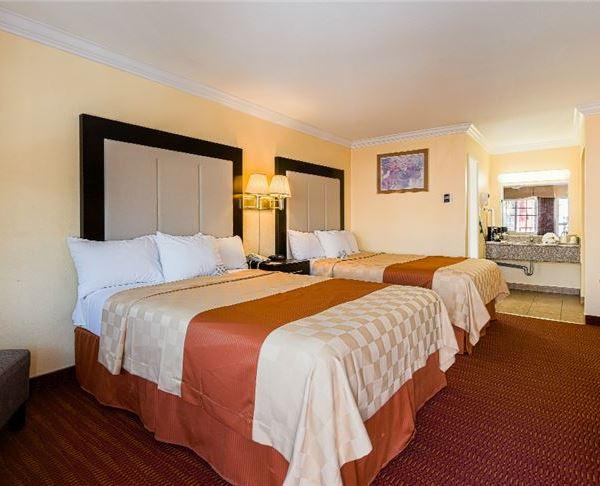 Vagabond Inn - San Jose Two Queen Beds