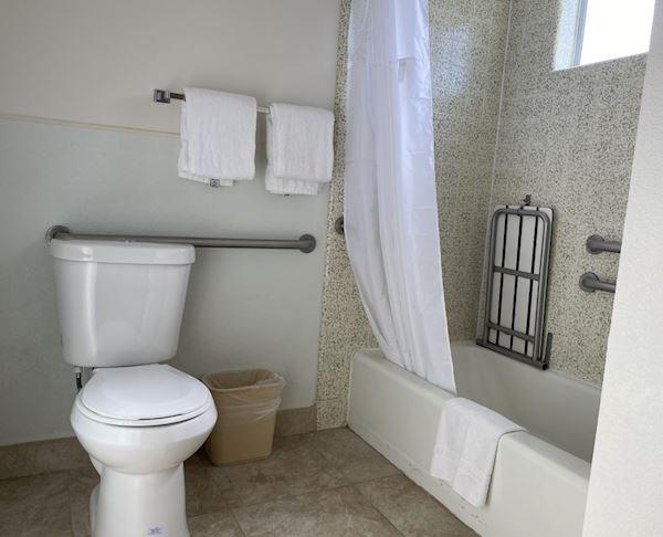Vagabond Inn - San Luis Obispo ADA Accessible 2 Queen Beds