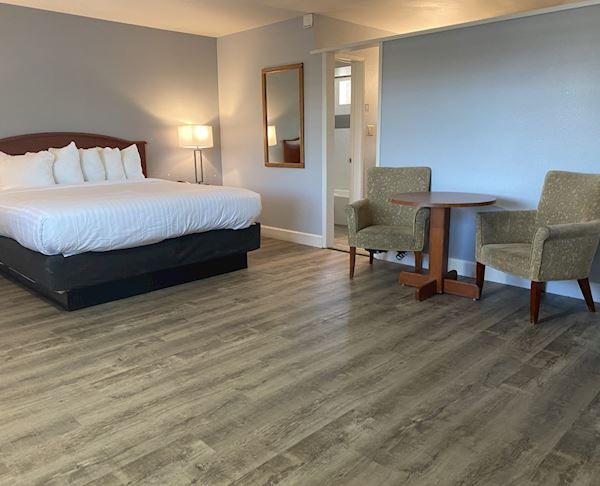 Vagabond Inn - San Luis Obispo Three Queen Beds