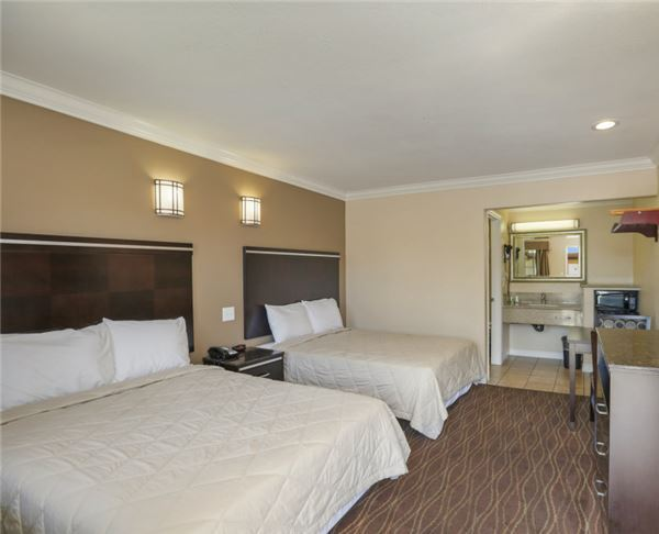 Two Double Bed Room at Vagabond Inn - La Habra