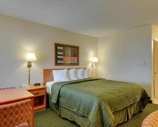 Vagabond Inn - Chula Vista ADA Accessible - King Bed