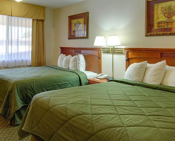 Vagabond Inn - Chula Vista ADA Accessible - Queen Bed