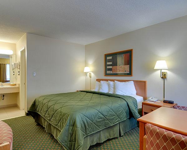 Vagabond Inn - Chula Vista King Bed