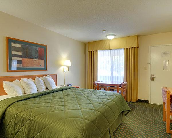 Vagabond Inn - Chula Vista N/S King Bed