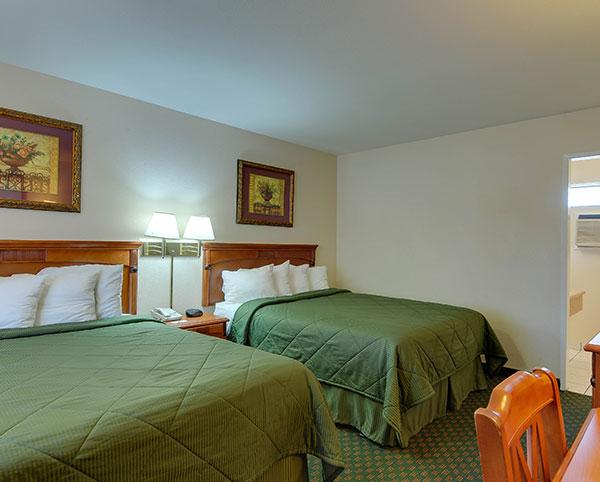 Vagabond Inn - Chula Vista N/S Two Queen Beds