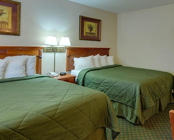 Vagabond Inn - Chula Vista Two bedrooms/ OneKing & One Dbl.