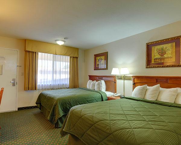 Vagabond Inn - Chula Vista Two Queen Beds