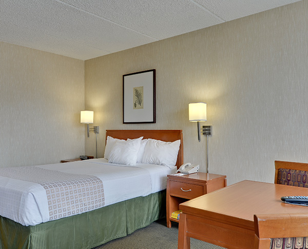 Vagabond Inn Executive - Sacramento (Old Town) ADA Accessible - N/S Queen Bed
