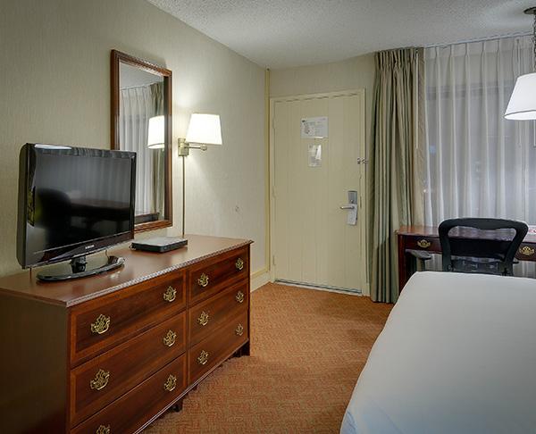 Vagabond Inn Executive - San Francisco Airport Bayfront (SFO) Bayfront King Bed