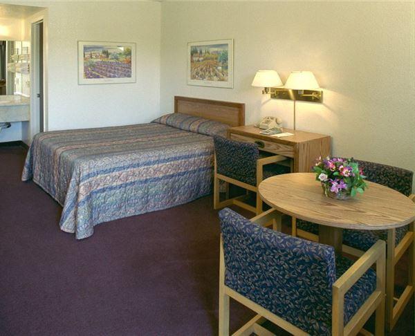 Vagabond Inn - Fresno Double Bed