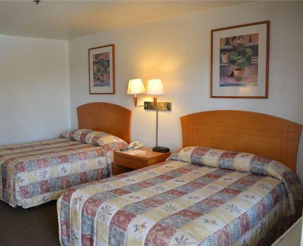 Vagabond Inn - Fresno Two Double Beds