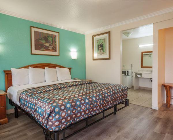 Vagabond Inn - Hemet Executive King Room