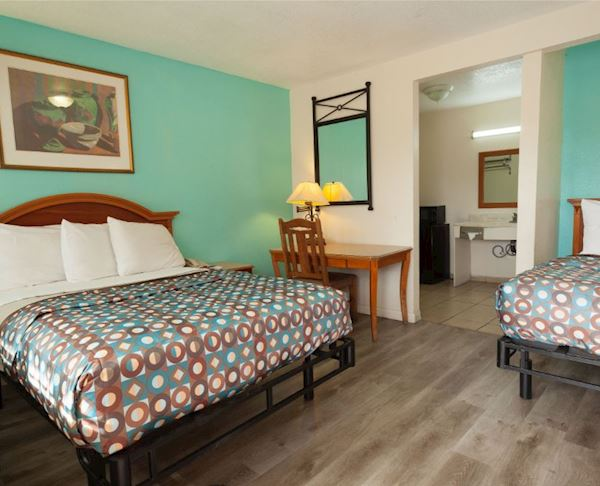 Vagabond Inn - Hemet Two Double Beds