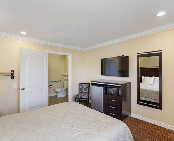 ADA Queen Room at Vagabond Inn - La Habra