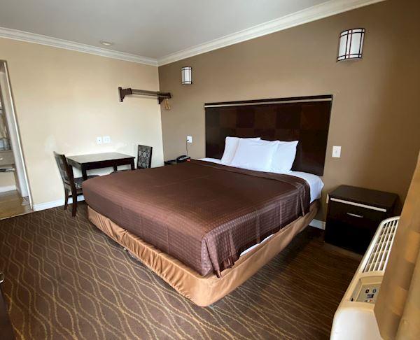 King Room with Whirlpool Tub at Vagabond Inn - La Habra