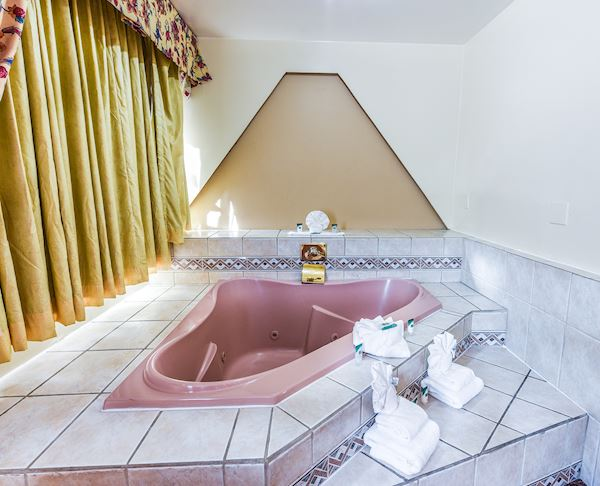 Vagabond Inn - Long Beach King Bed Suite