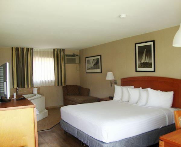 Vagabond Inn - Oxnard King with Spa