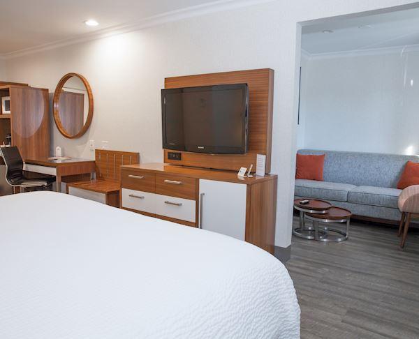 Vagabond Inn Executive - Pasadena ADA Accessible - King NonSmk RIS