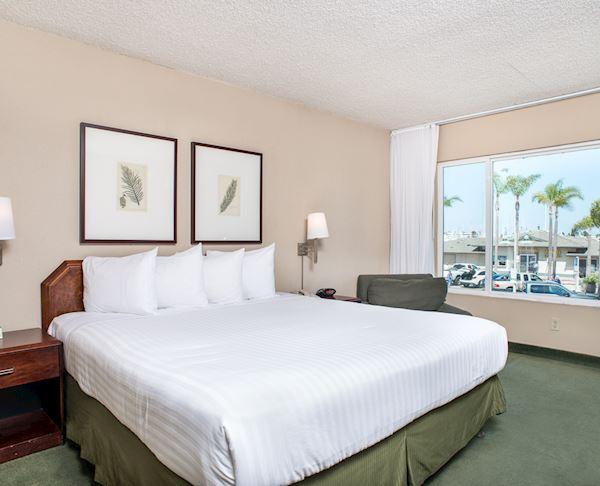 Vagabond Inn - San Diego Airport Marina N/S King Bed Premium