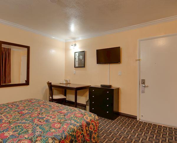 Vagabond Inn - San Pedro Queen Bed