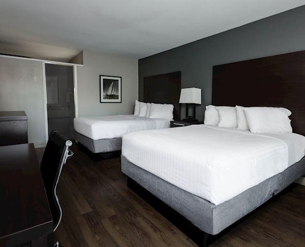 Vagabond Inn - Oxnard Two Queen Beds