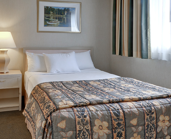 Vagabond Inn - Ventura ADA Accessible - Queen Bed