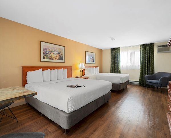 Vagabond Inn - Ventura King Bed, Queen Bed