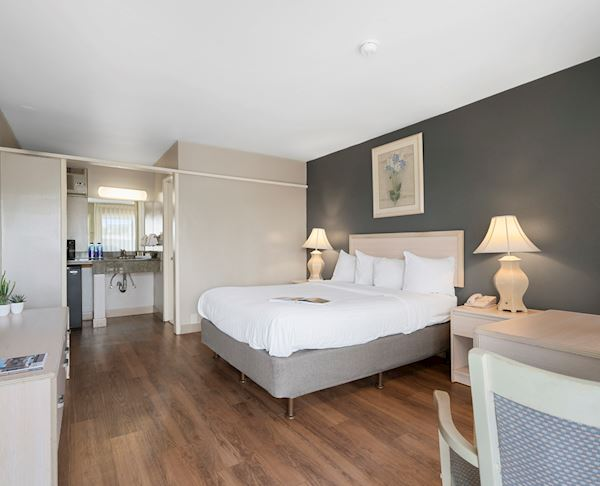 Vagabond Inn - Ventura Queen Bed