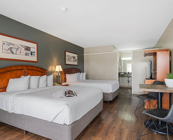 Vagabond Inn - Ventura Two Queen Beds
