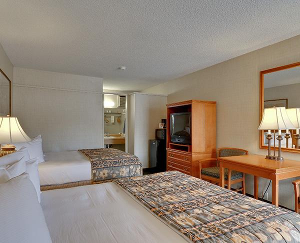 Vagabond Inn - Ventura Two Rms, King, Bunk beds, 2 TVs