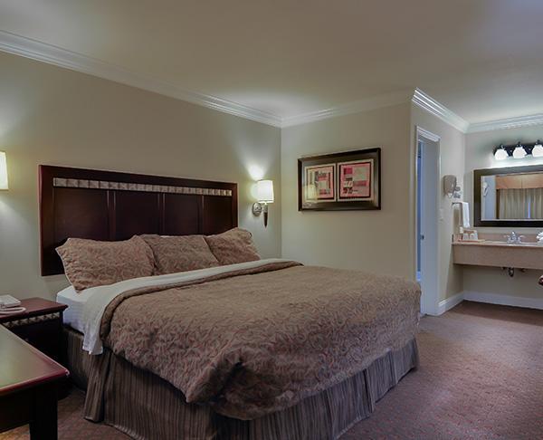Vagabond Inn - Whittier King Bed