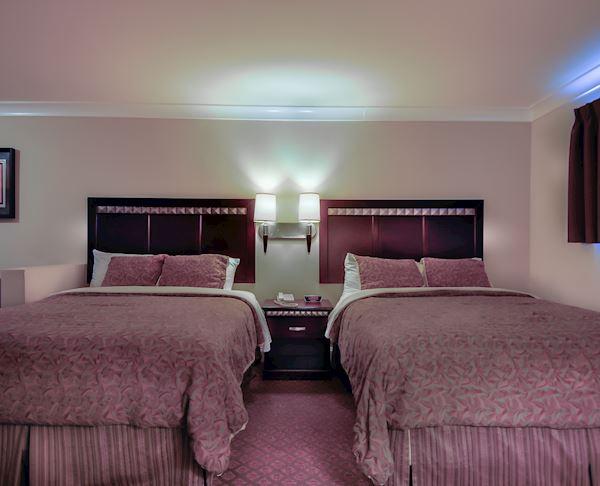 Vagabond Inn - Whittier Two Queen Beds