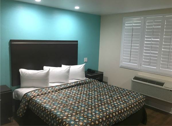Bakersfield Downtowner Rooms