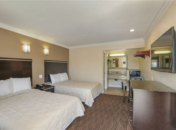 Vagabond Inn - La Habra | Rooms