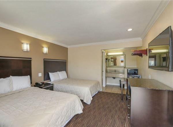 Vagabond Inn - La Habra   Rooms