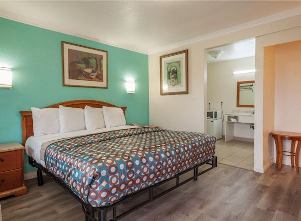 Vagabond Inn - Hemet Rooms