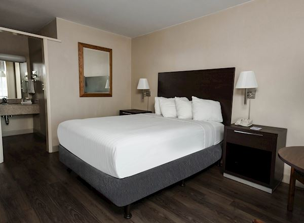 Downtown Oxnard Hotel in Ventura County - Vagabond Inn Oxnard