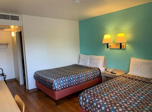 Vagabond Inn - Sylmar   Rooms