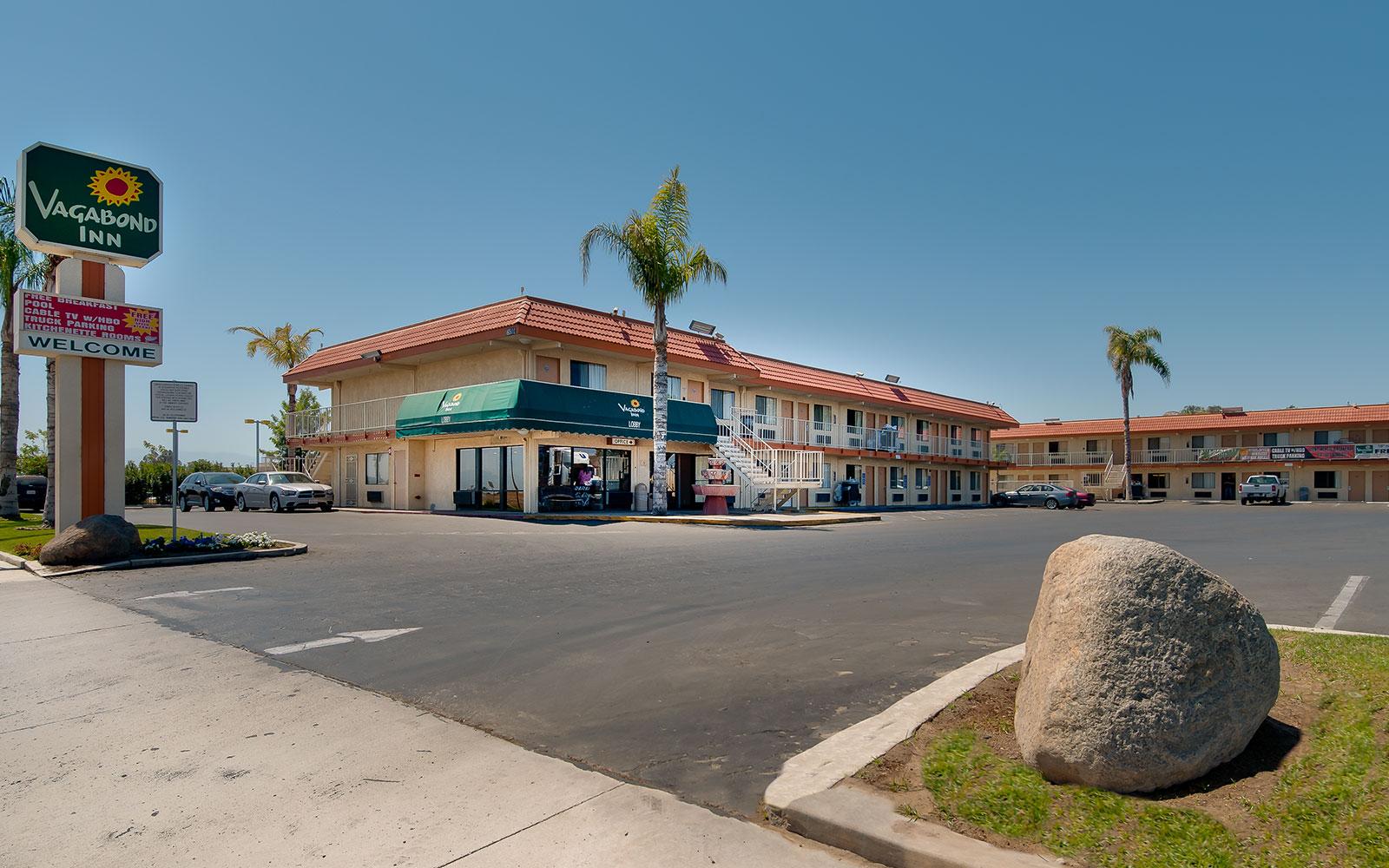 Palm Springs Hotels >> South Bakersfield, CA Hotel - Vagabond Inn Bakersfield (South)